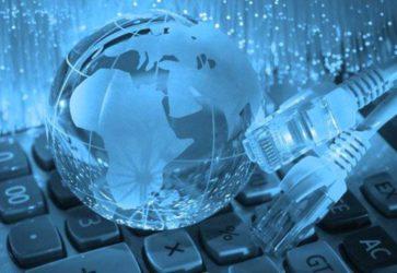 O que é e como funciona a conectividade social - Globo cercado de cabos - Penta Certificação